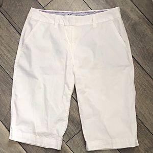 Izod white Bermuda shorts size 8